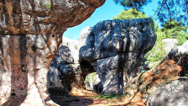 La Ciudad Encantada, un entorno natural digno de visitar y cercano al Complejo Rural